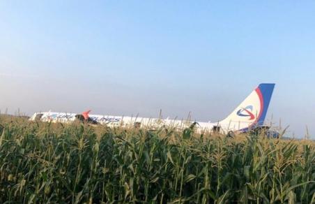 Самолет «Уральских авиалиний» совершил экстренную посадку в Подмосковье